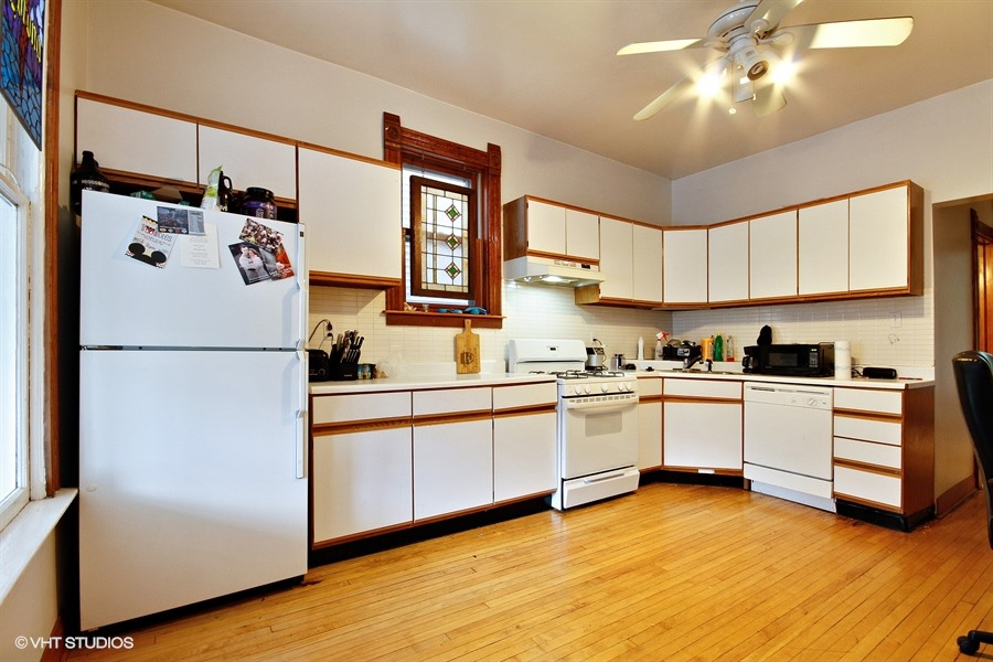 14_1132WestRoscoeSt_5_KitchenUnit2_LowRes.jpg