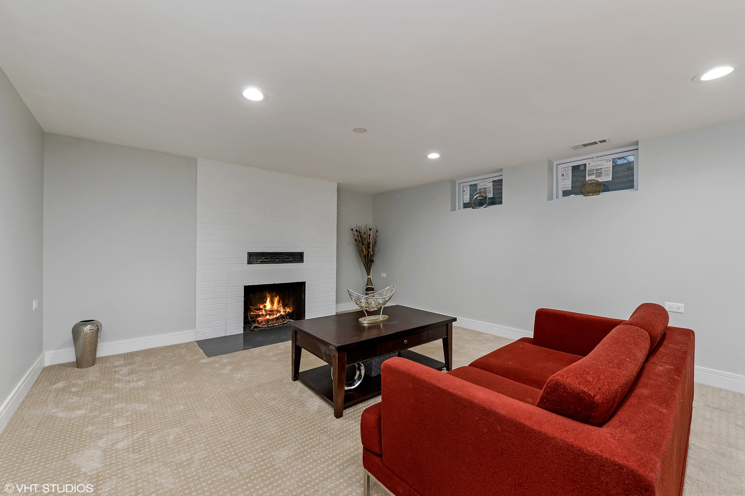 14_8156KennethAve_3_FamilyRoom_HiRes.jpg