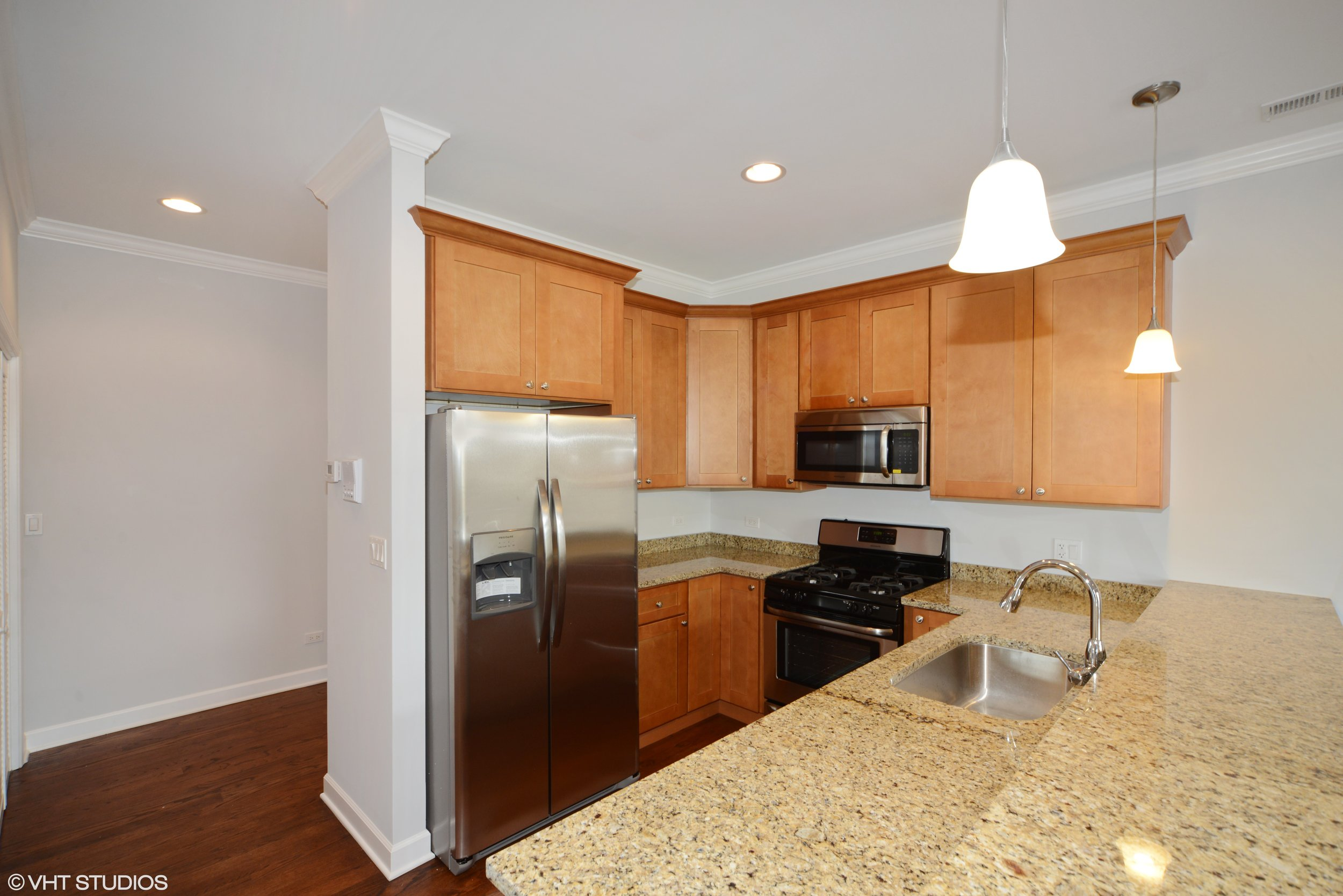 03_3234NorthCentralAve_206_5_Kitchen_HiRes.jpg
