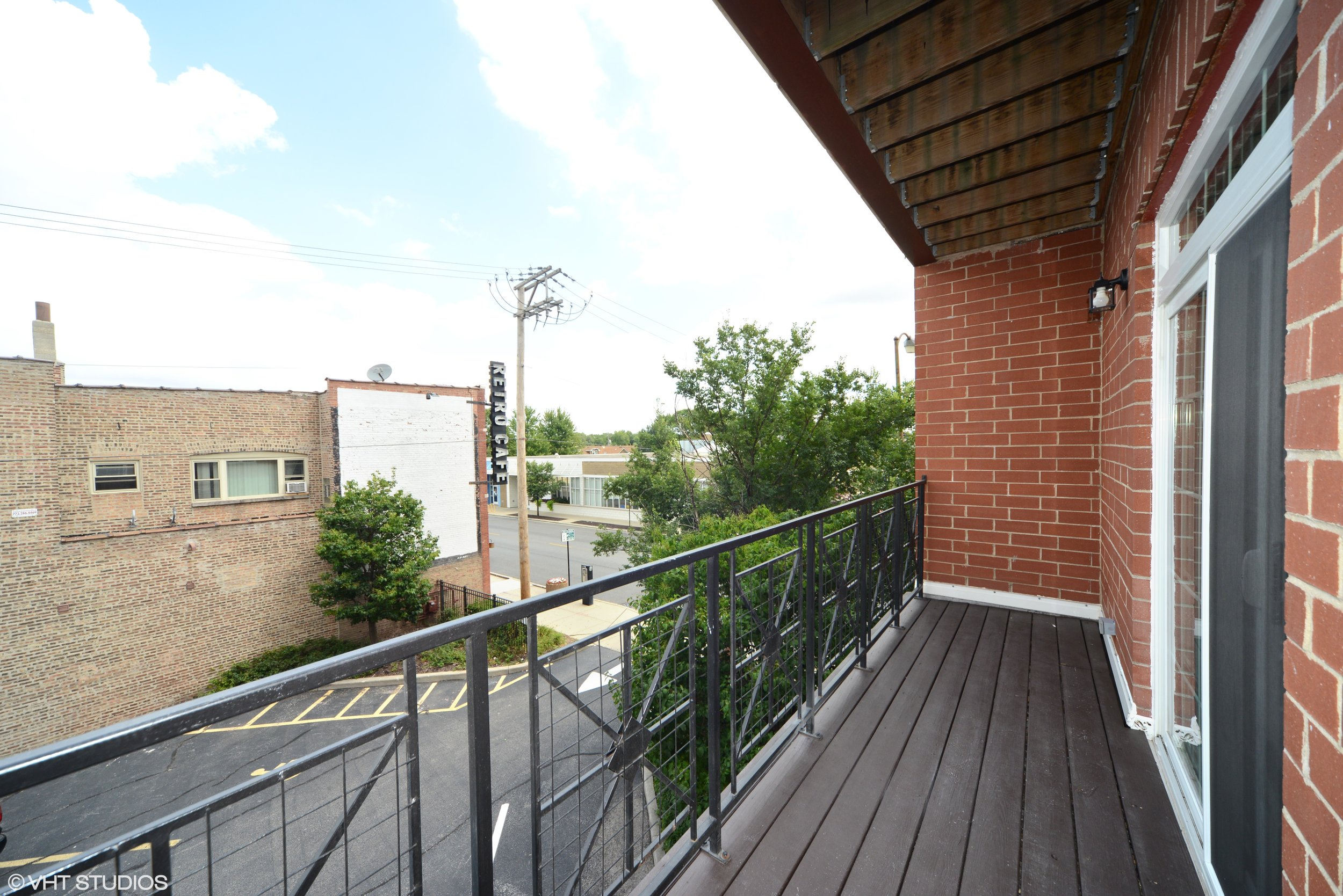 11_3234NorthCentralAve_206_117_Terrace_HiRes.jpg