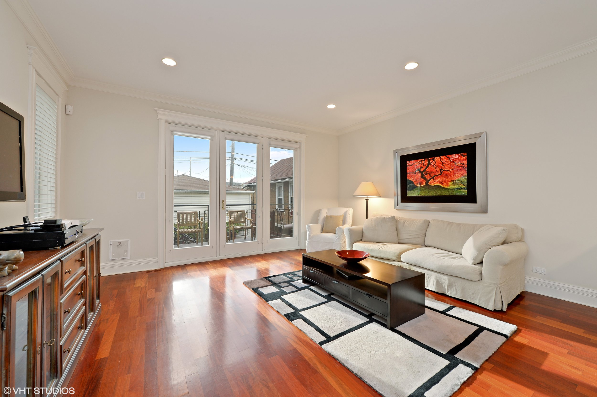 07_3212SouthThroopSt_3_FamilyRoom_HiRes.jpg