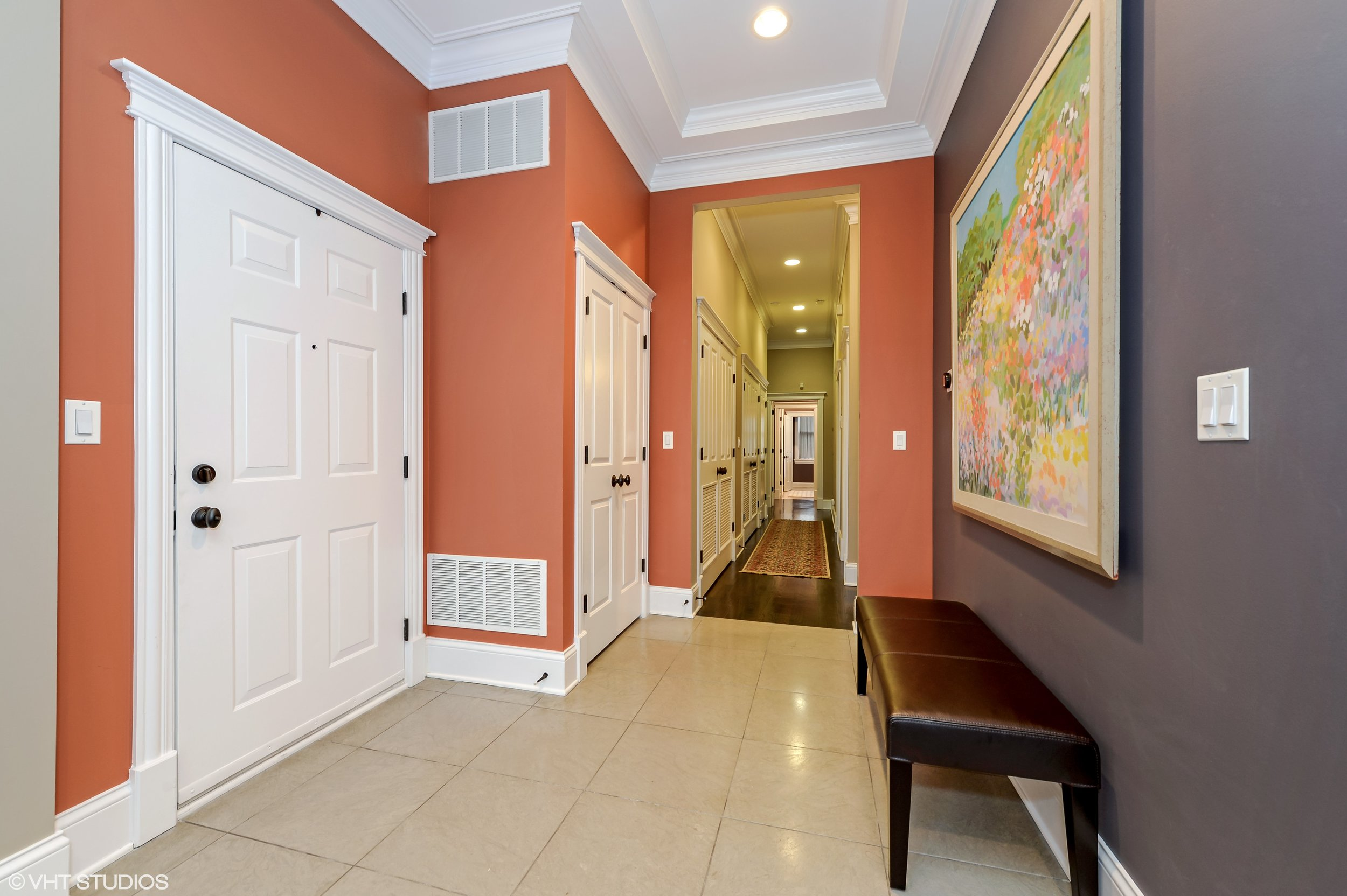 02_3330NorthAshlandAve_2_32_Foyer_HiRes.jpg