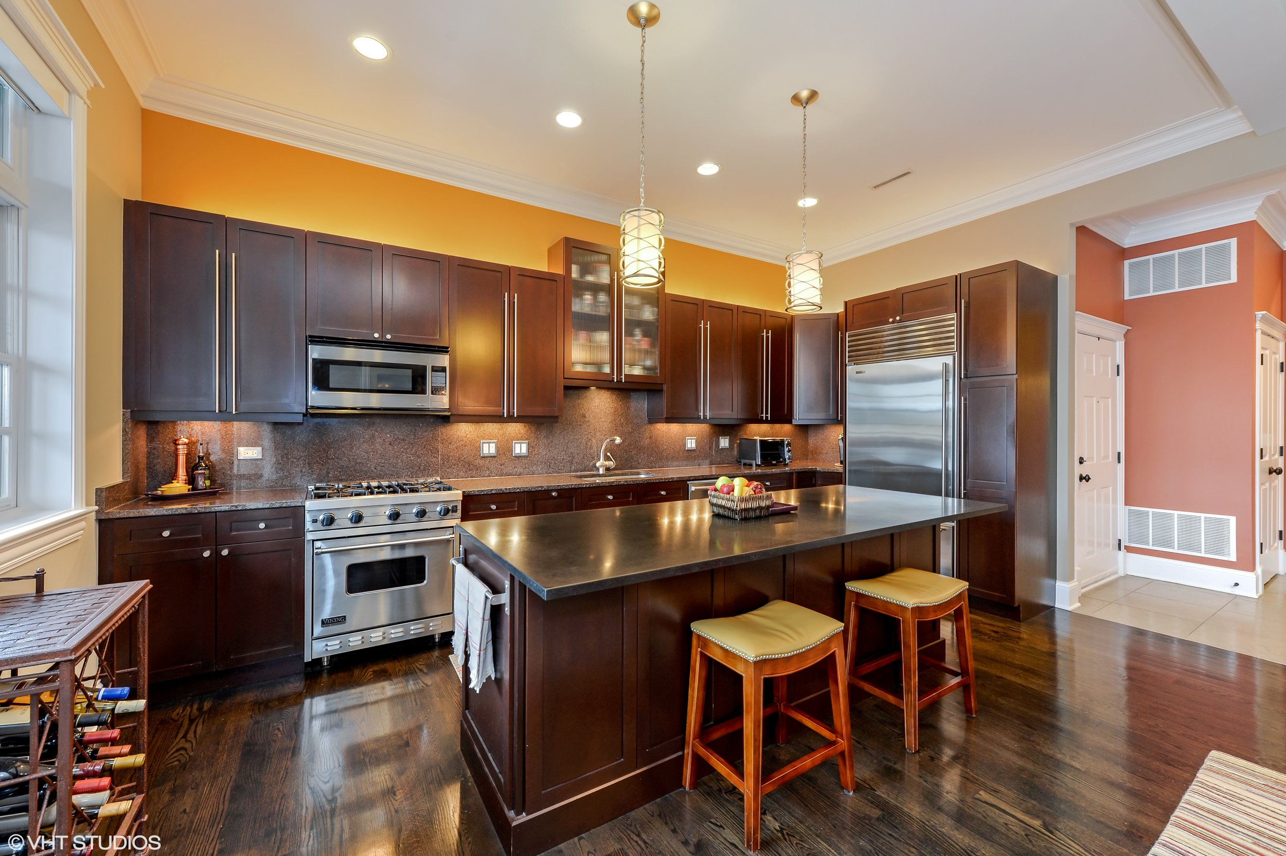 06_3330NorthAshlandAve_2_5_Kitchen_HiRes.jpg