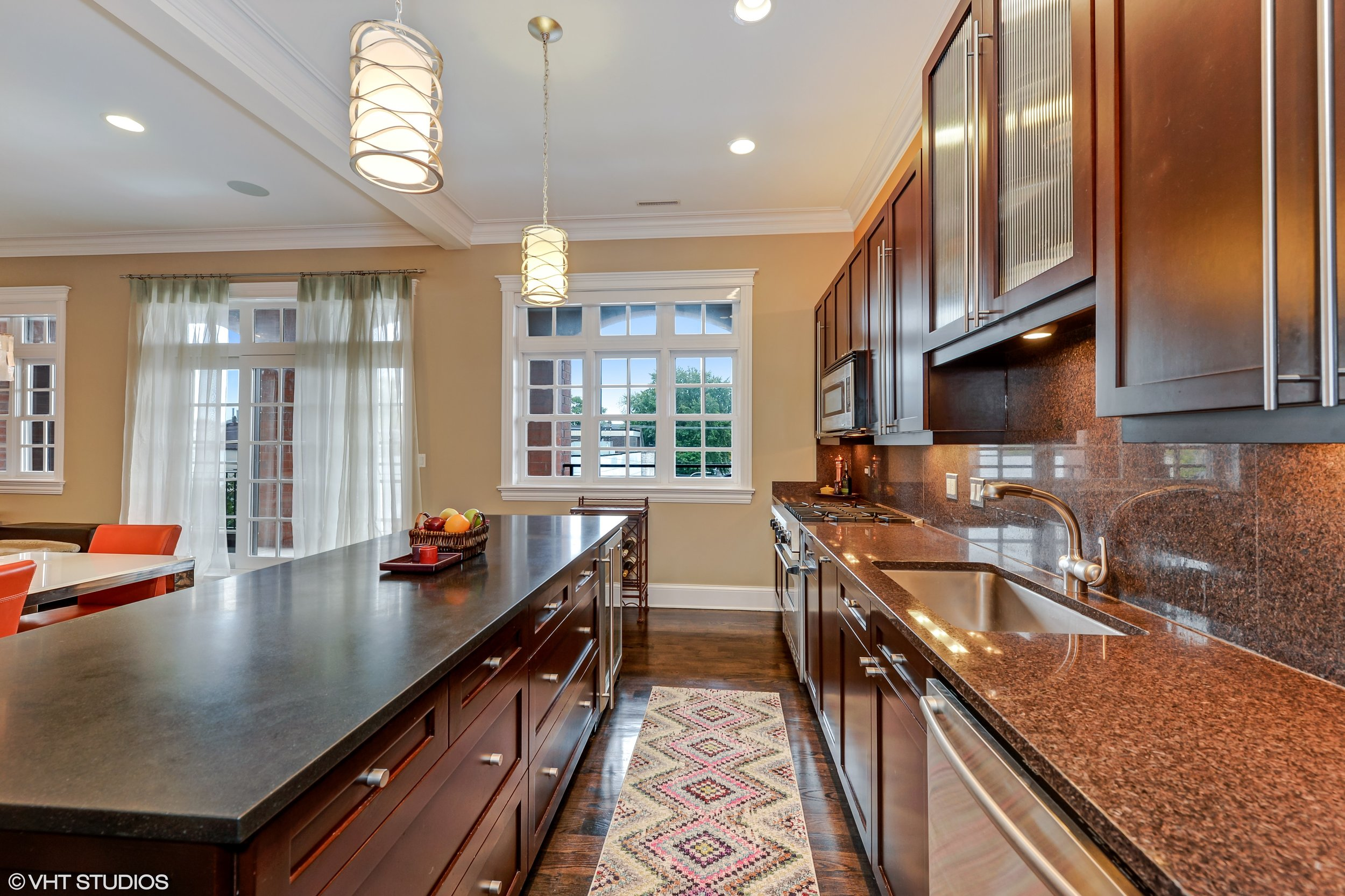 07_3330NorthAshlandAve_2_177_Kitchen_HiRes.jpg