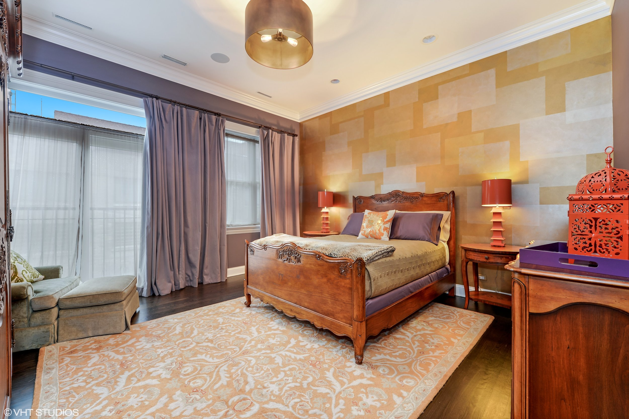 09_3330NorthAshlandAve_2_14_MasterBedroom_HiRes.jpg