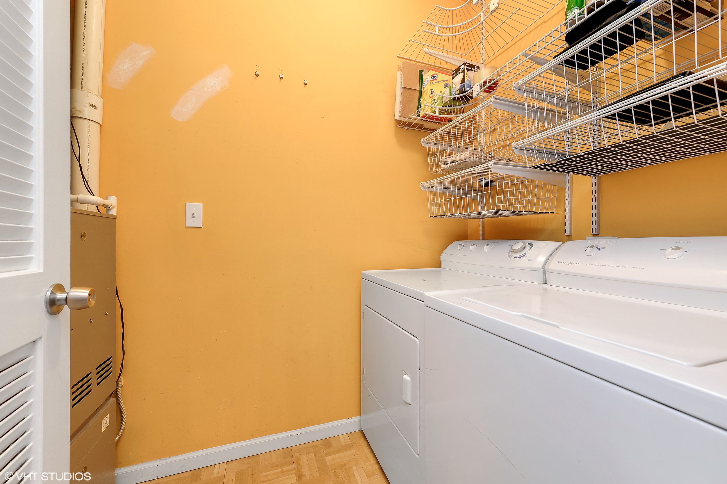 14_5318NorthRavenswoodAve_207_44_LaundryRoom_HiRes.jpg