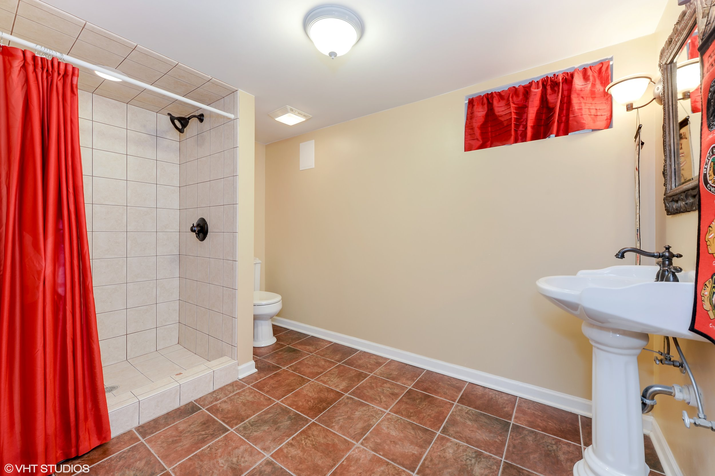 16_6075NorthNaplesAve_11_4thBathroom_HiRes.jpg