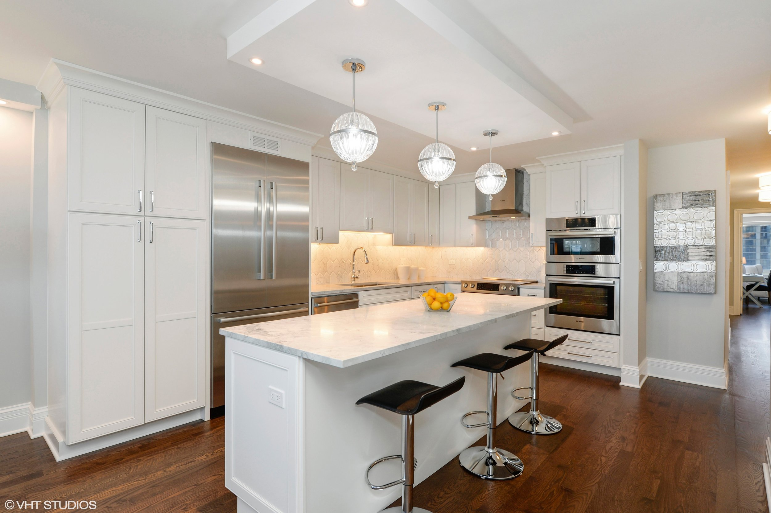 05_1440NorthLakeShoreDr_18EF_5_Kitchen_HiRes.jpg