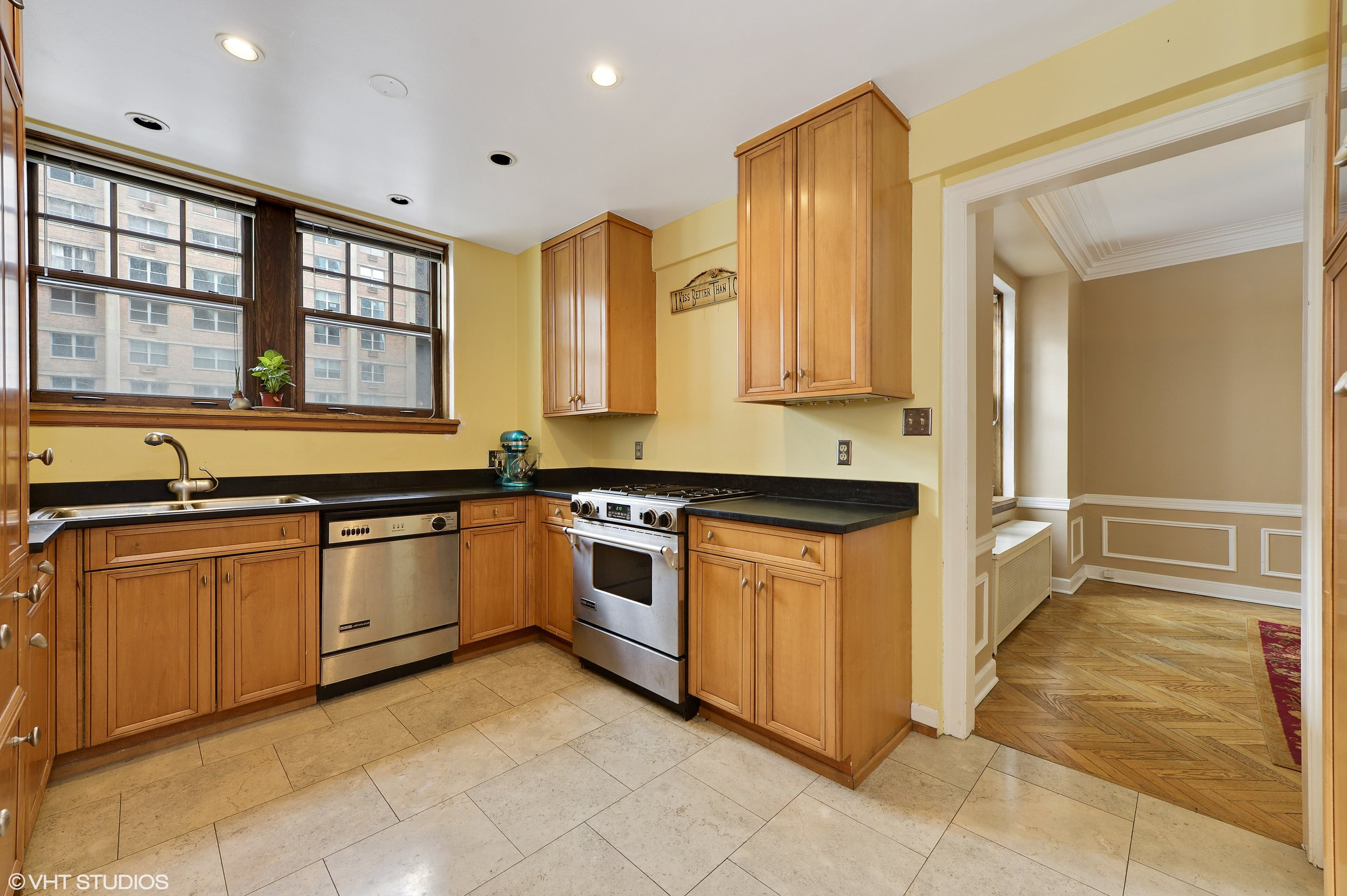 05_421WestMelroseSt_3B_5_Kitchen_HiRes.jpg