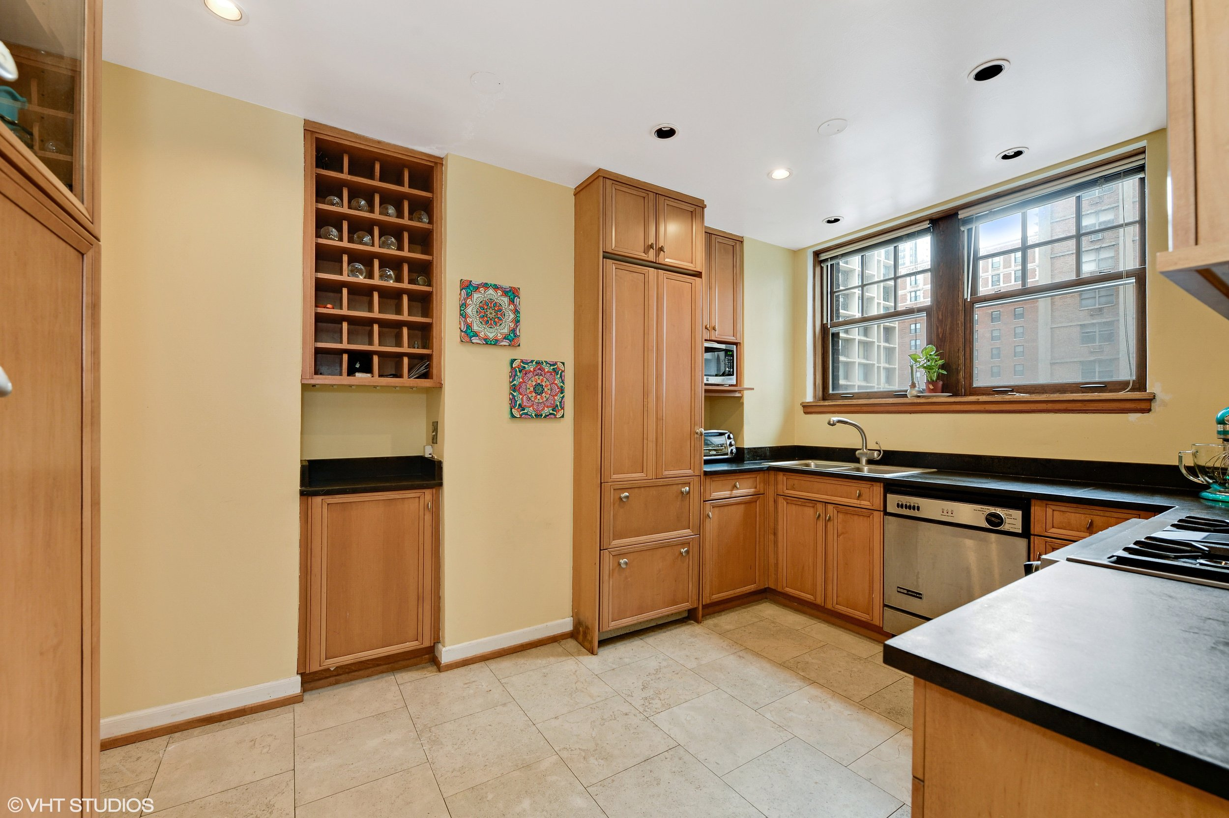 06_421WestMelroseSt_3B_177_Kitchen_HiRes.jpg