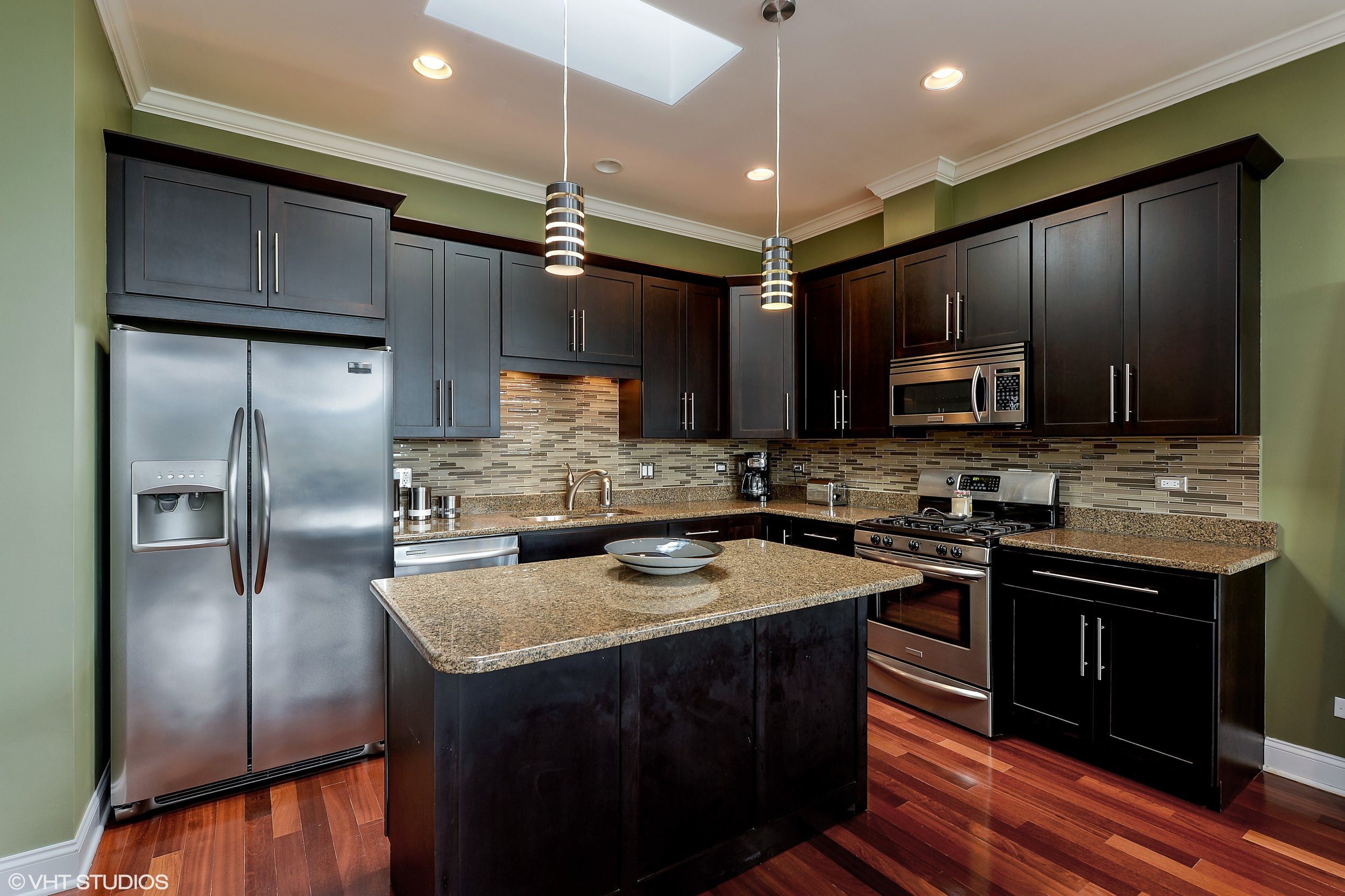 04_2641NorthAshlandAve_3S_5_Kitchen_HiRes.jpg