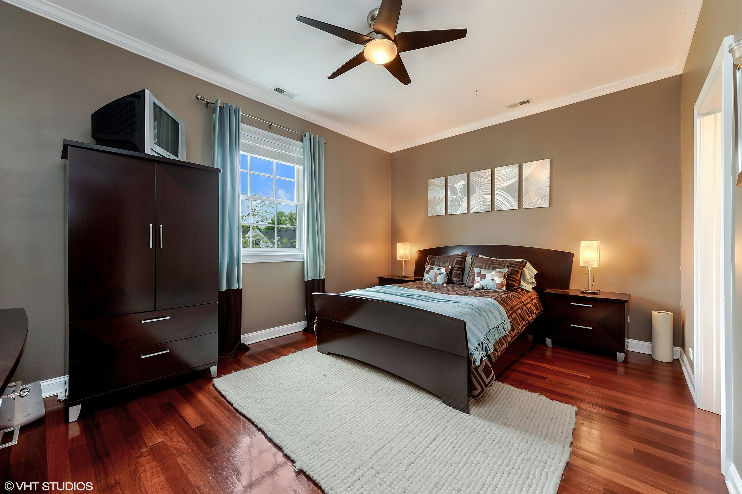 07_2641NorthAshlandAve_3S_14_MasterBedroom_HiRes.jpg