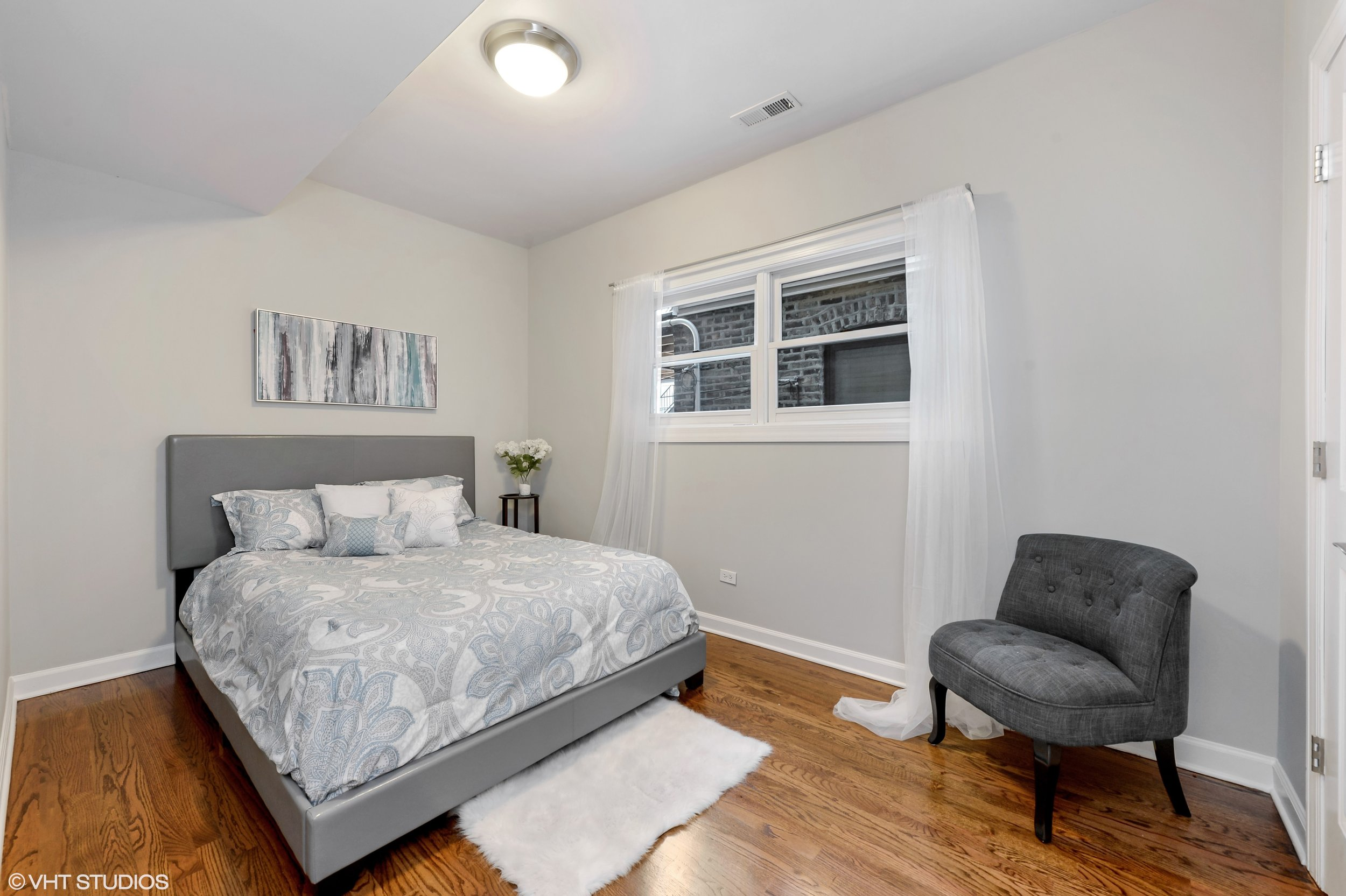14_942NWoodStreet_Unit1_153_2ndBedroom_HiRes.jpg