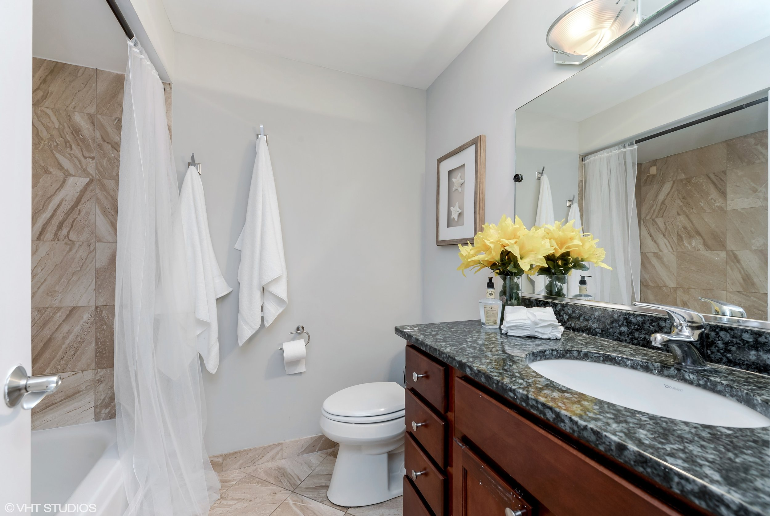18_942NWoodStreet_Unit1_10_3rdBathroom_HiRes.jpg