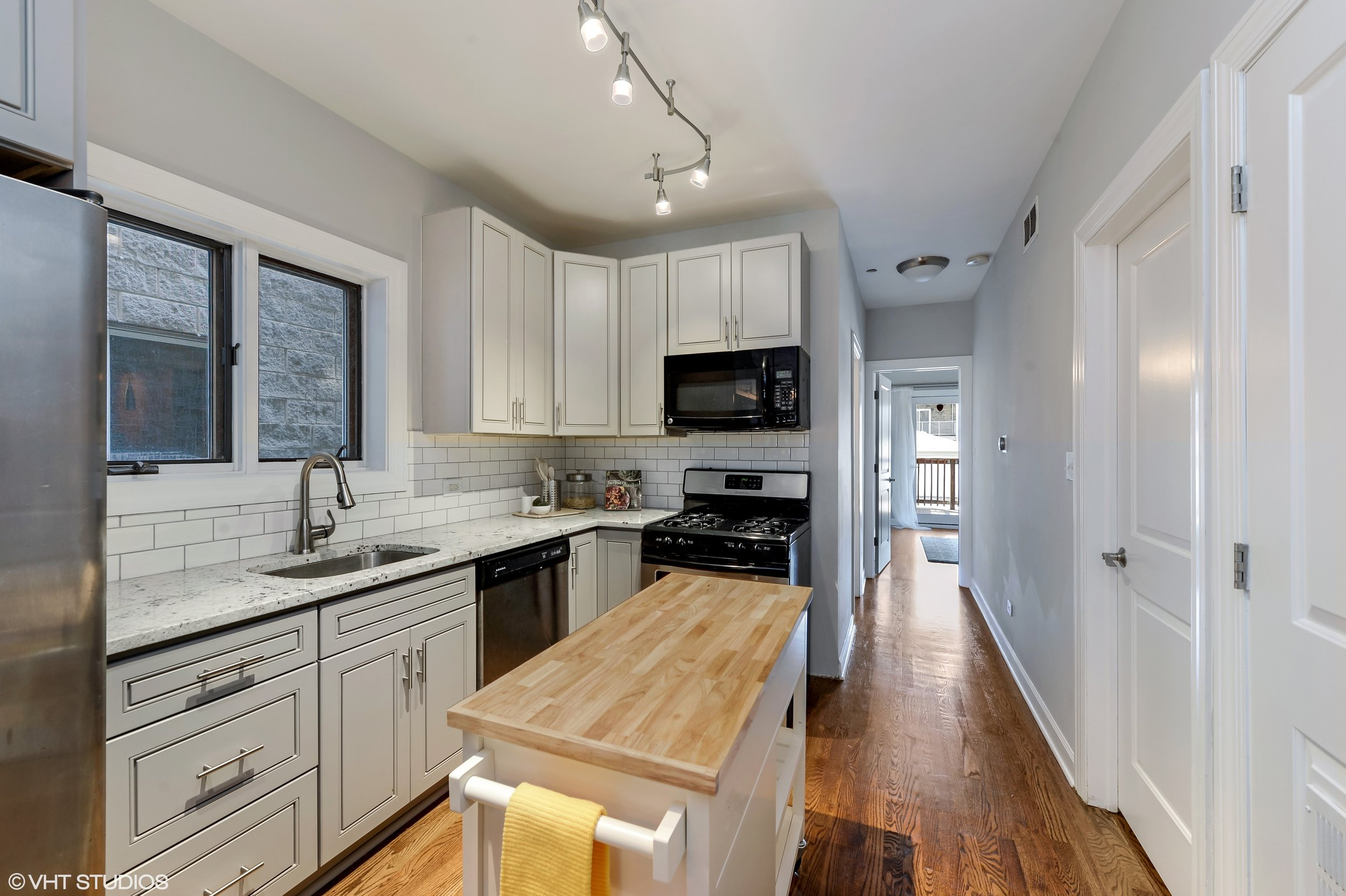 05_942NWoodStreet_Unit1_177_Kitchen_HiRes.jpg