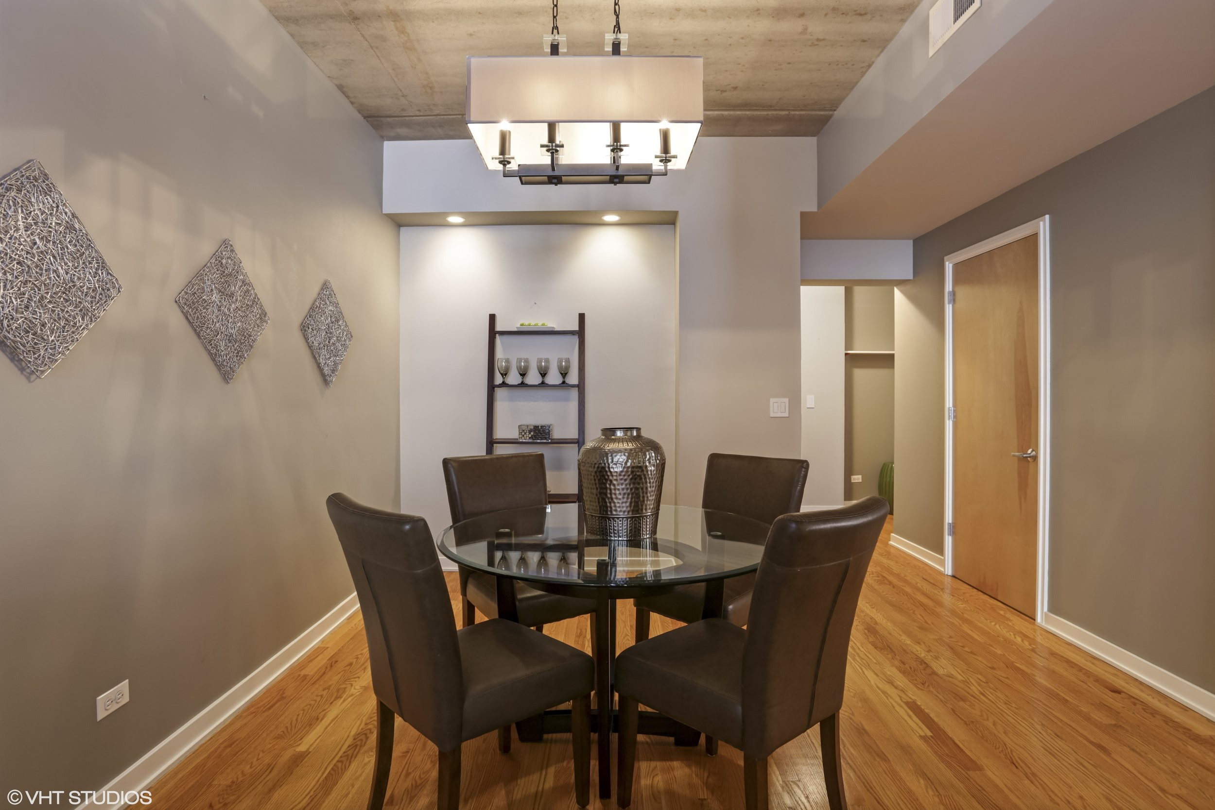 07_5430NorthSheridanRd_308_2_DiningRoom_HiRes.jpg