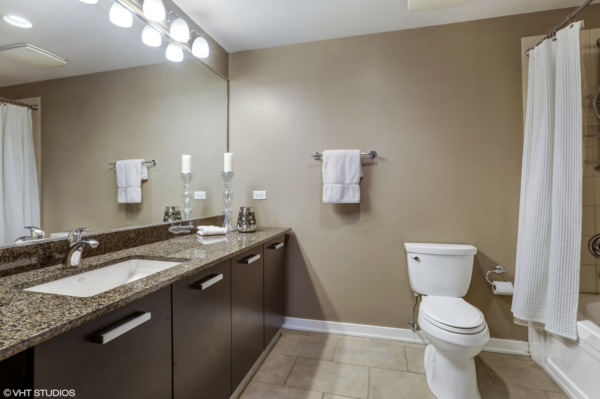 10_5430NorthSheridanRd_308_13_MasterBathroom_HiRes.jpg