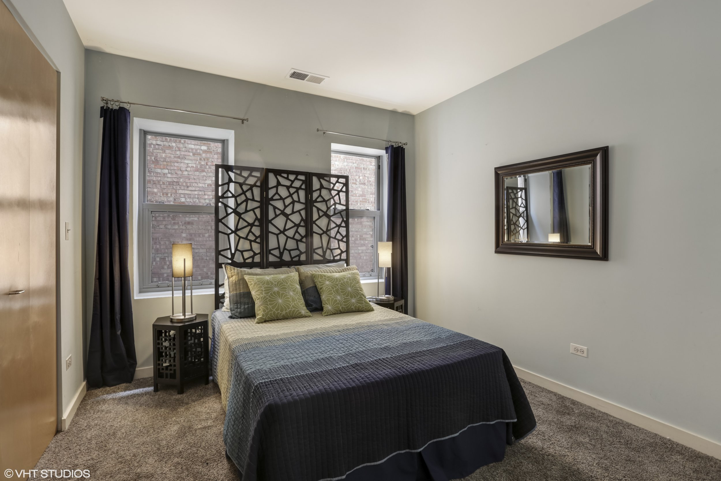 12_5430NorthSheridanRd_308_18_Bedroom_HiRes.jpg