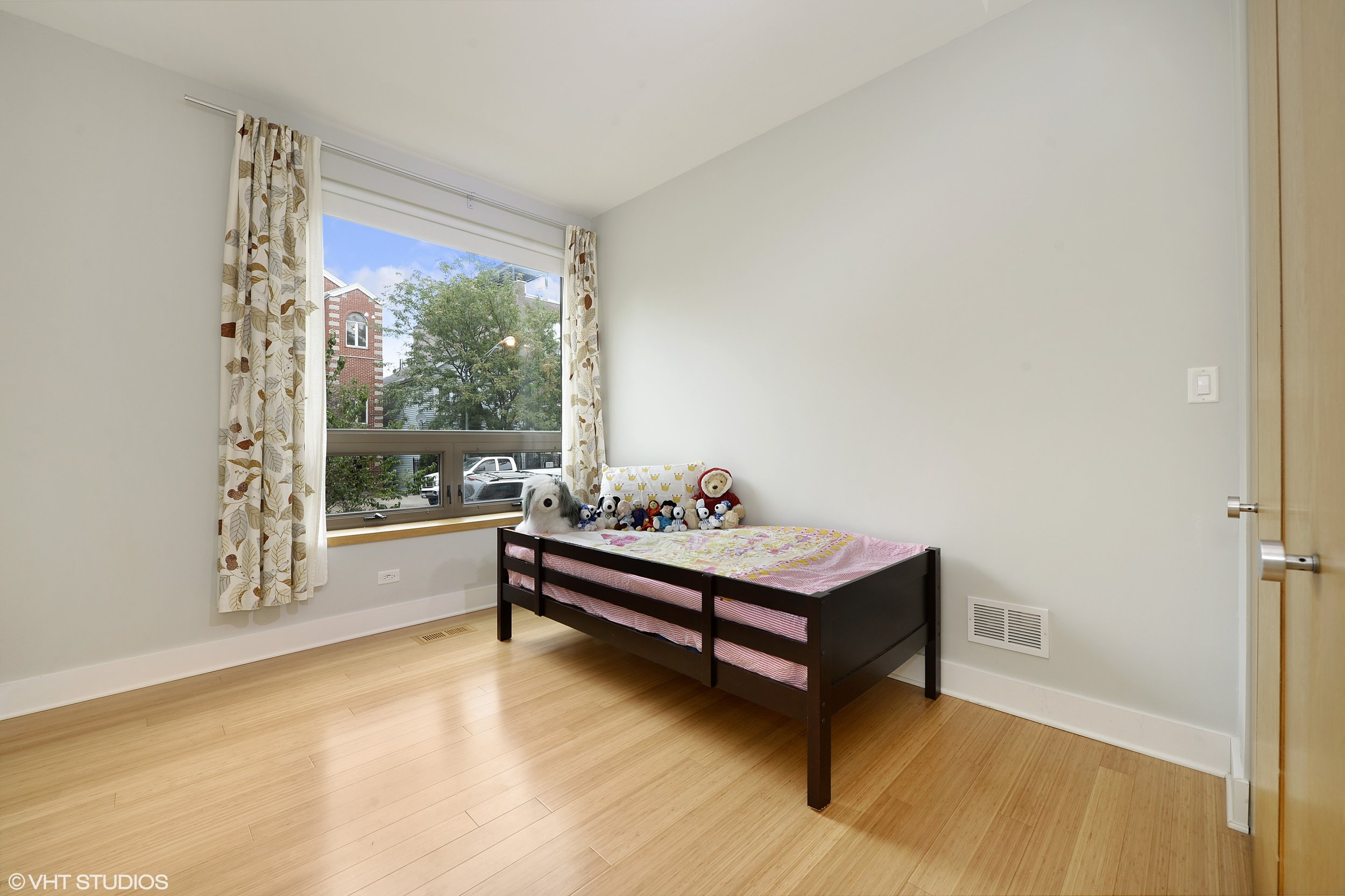 15_1529WestChestnutSt_101_153_2ndBedroom_HiRes.jpg