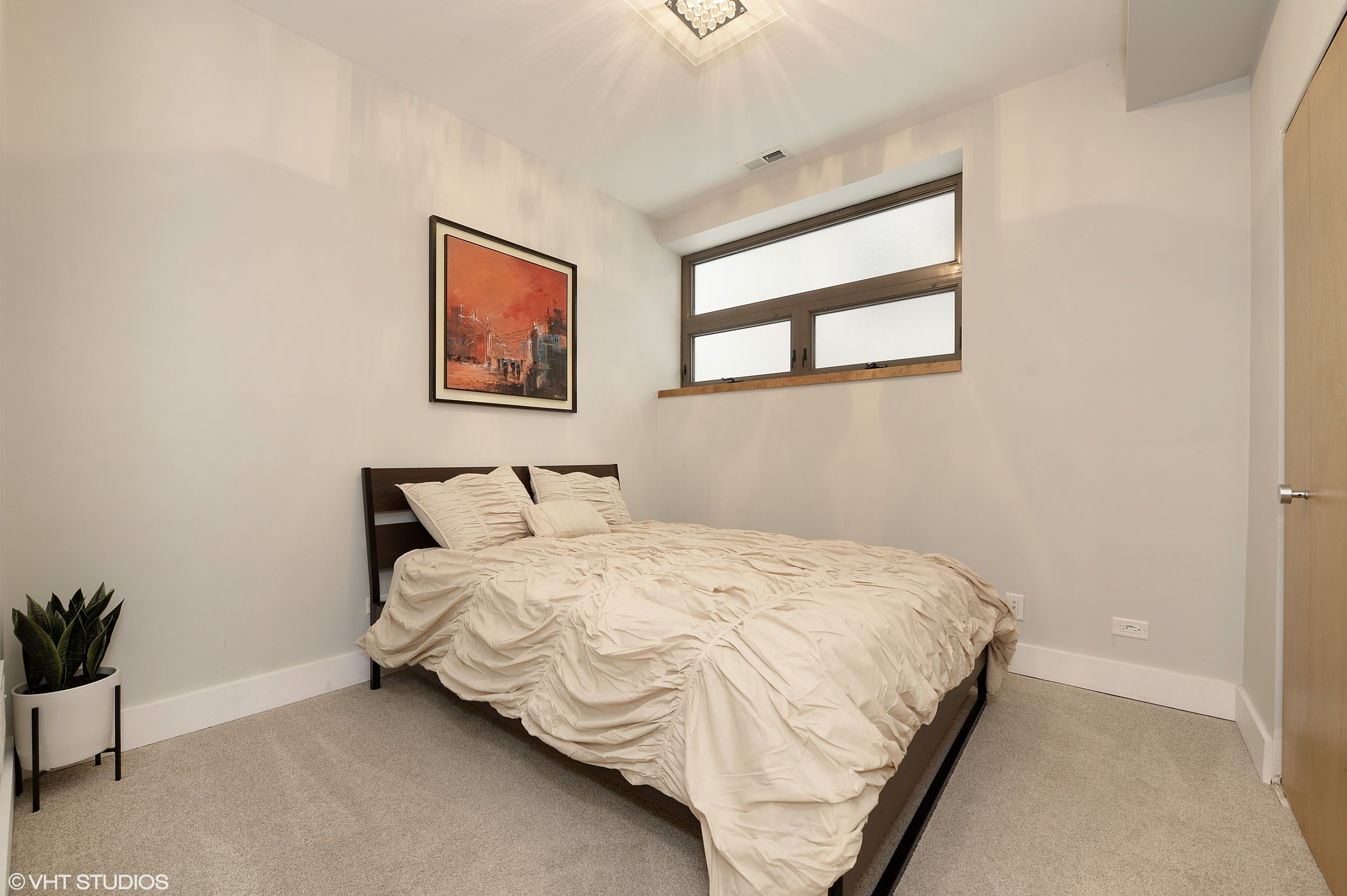 16_1529WestChestnutSt_101_154_3rdBedroom_HiRes.jpg