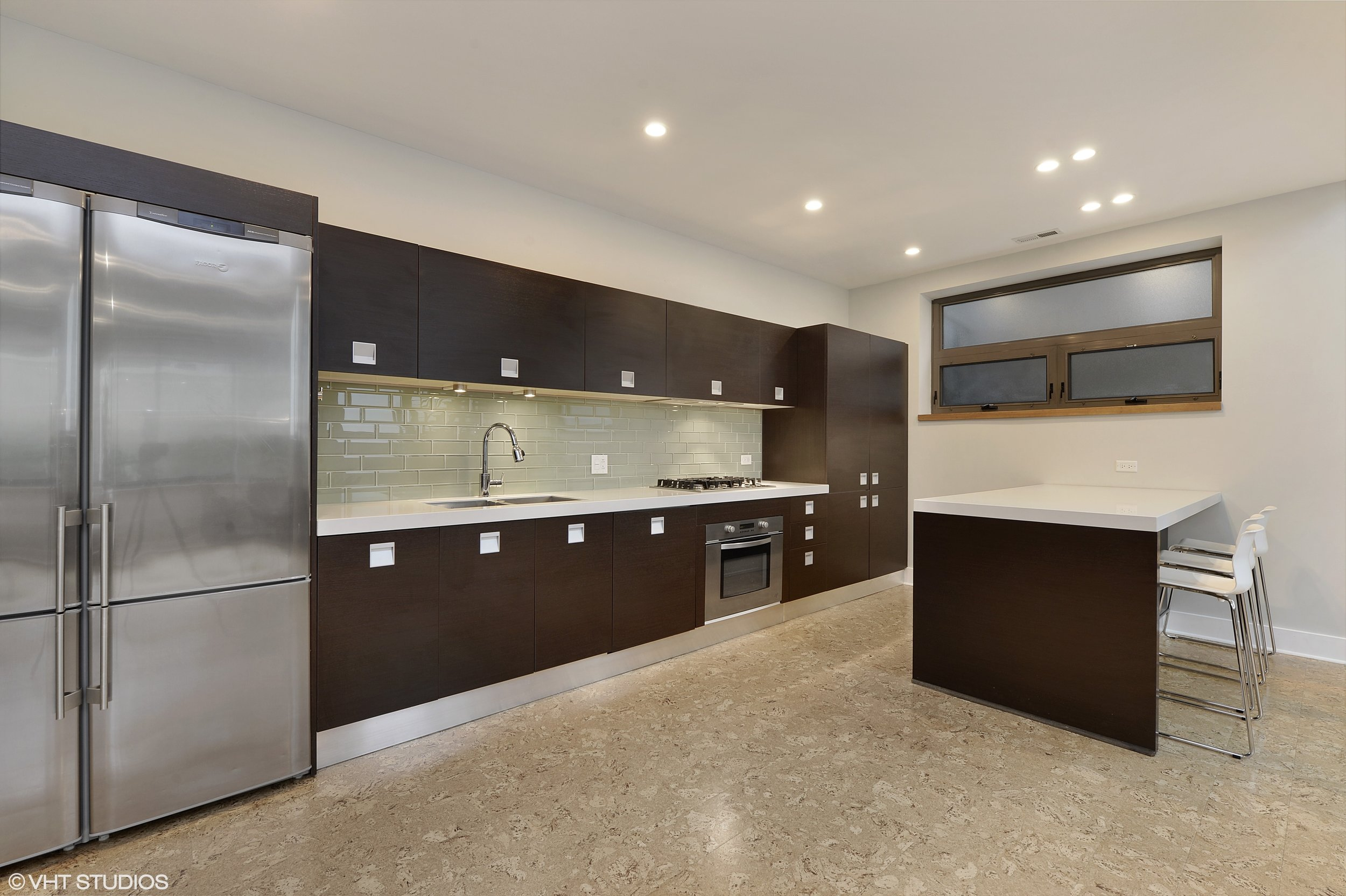 07_1529WestChestnutSt_101_5_Kitchen_HiRes.jpg