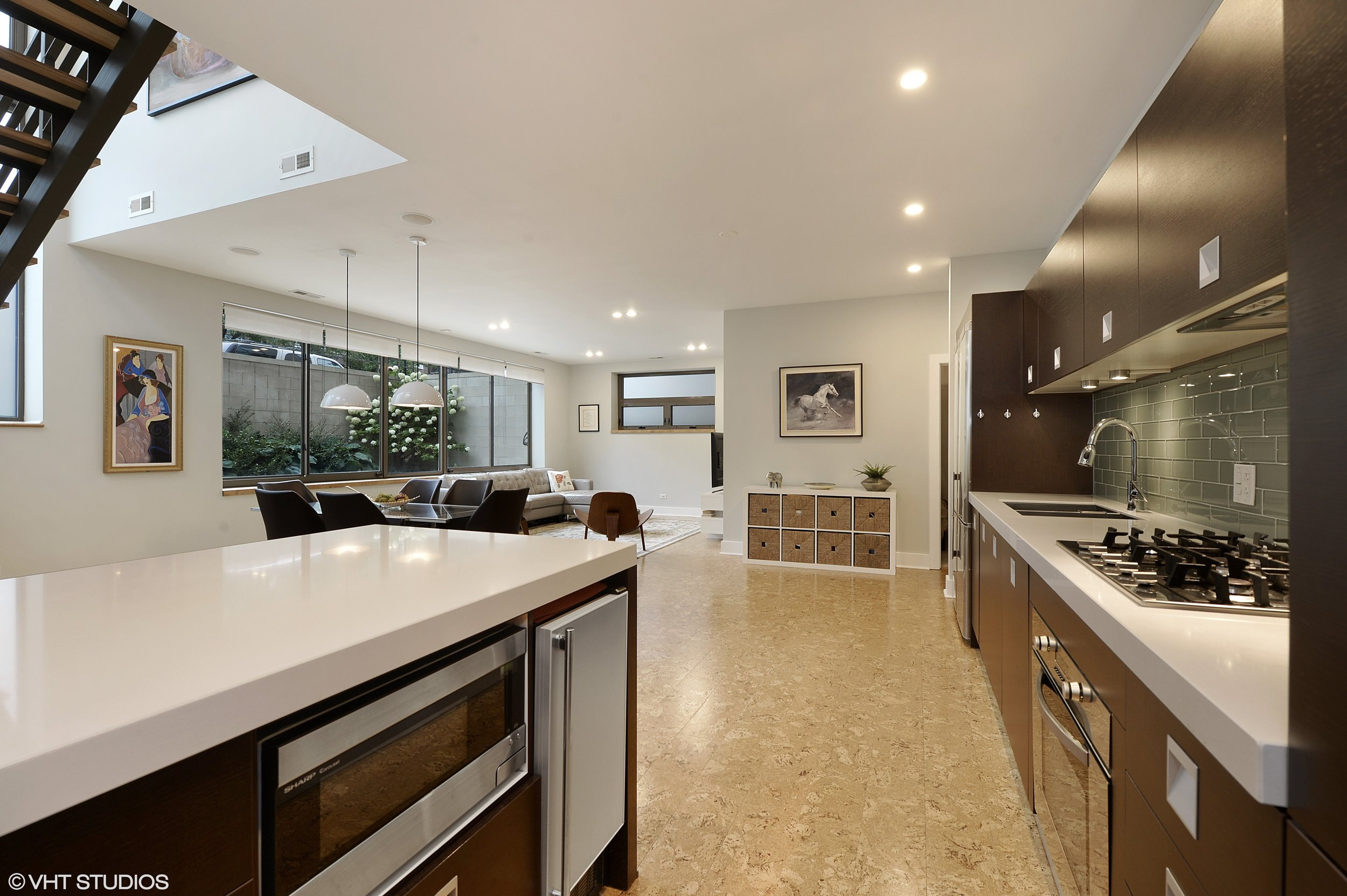08_1529WestChestnutSt_101_177_Kitchen_HiRes.jpg