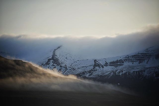 It's the time of the year for fluffy evening mountains again. . . . #iceland #everydayiceland #phroommagazine #solarcollective #greatnorthcollective #icelandair #mystopover #mountains #thegreatoutdoors #travelphotography #goldenlight #evening #arctic #nikond800e #landscapephotography #nofilter #summer #igers #igersiceland #dream