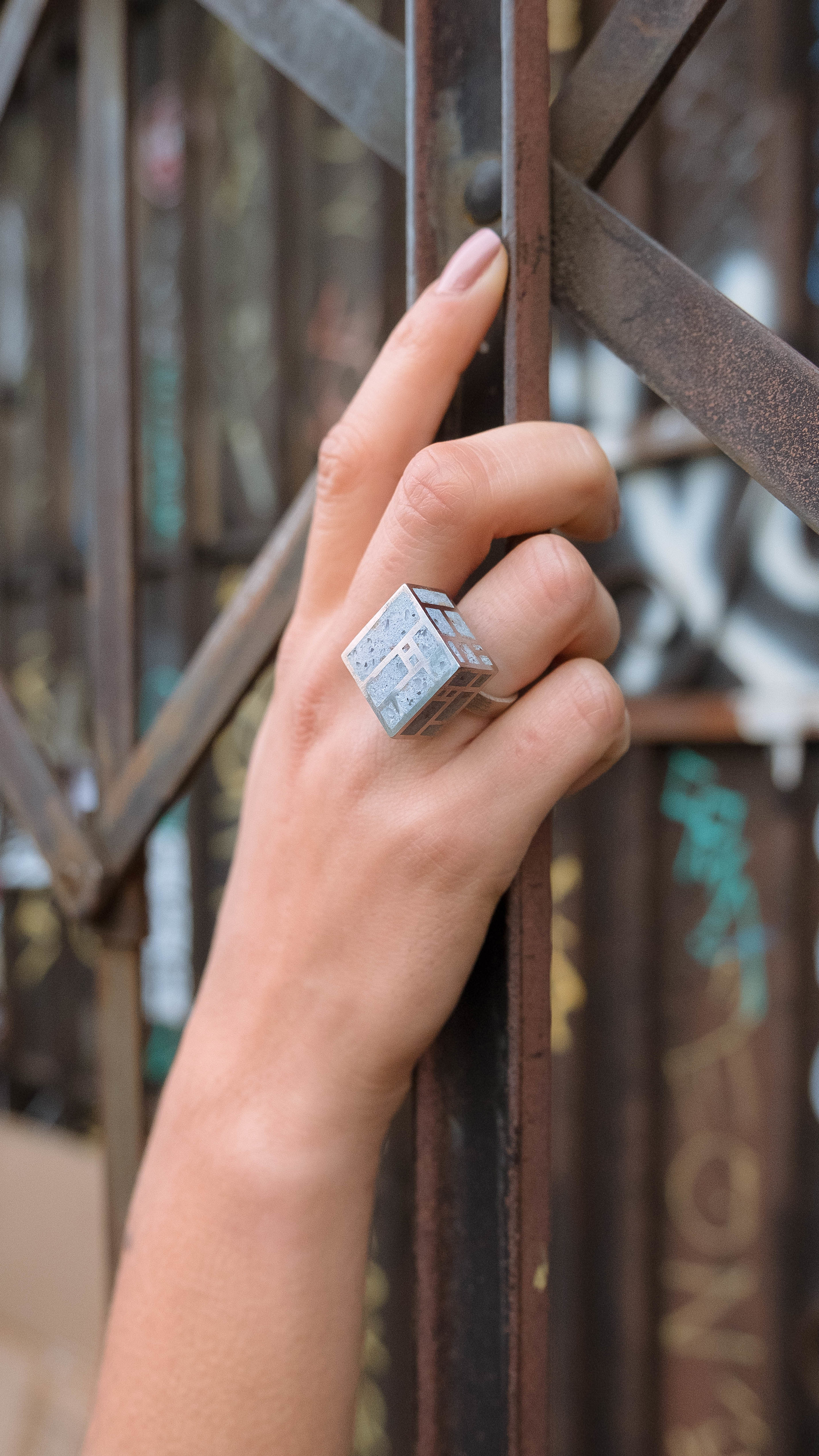 zimarty_wearable_architecture_modrian_ring_cube_ring_concretering.jpg