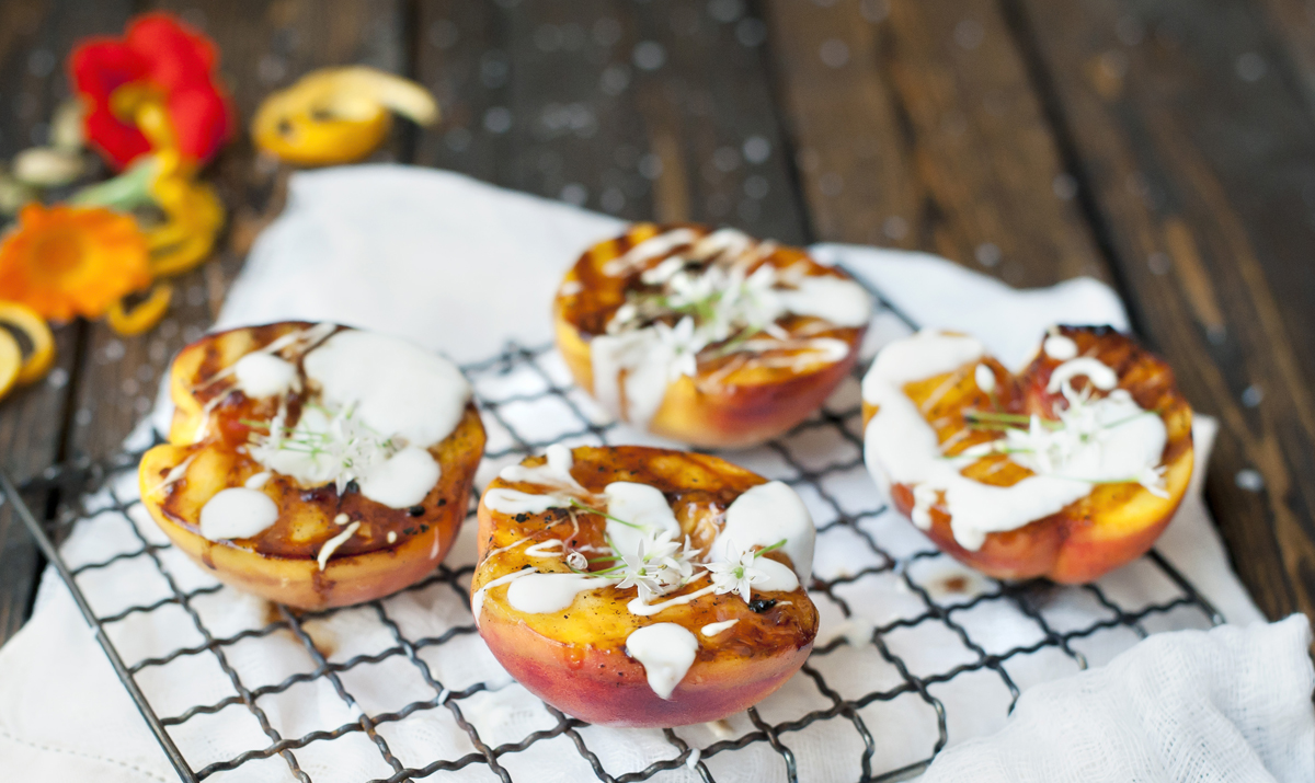 Honey-Glazed-Grilled-Peaches