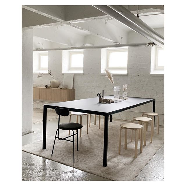 Our meeting corner @studioroscoe is ready and waiting for you! #studioroscoe #rentalstudiohelsinki #rentalstudio #photographystudio