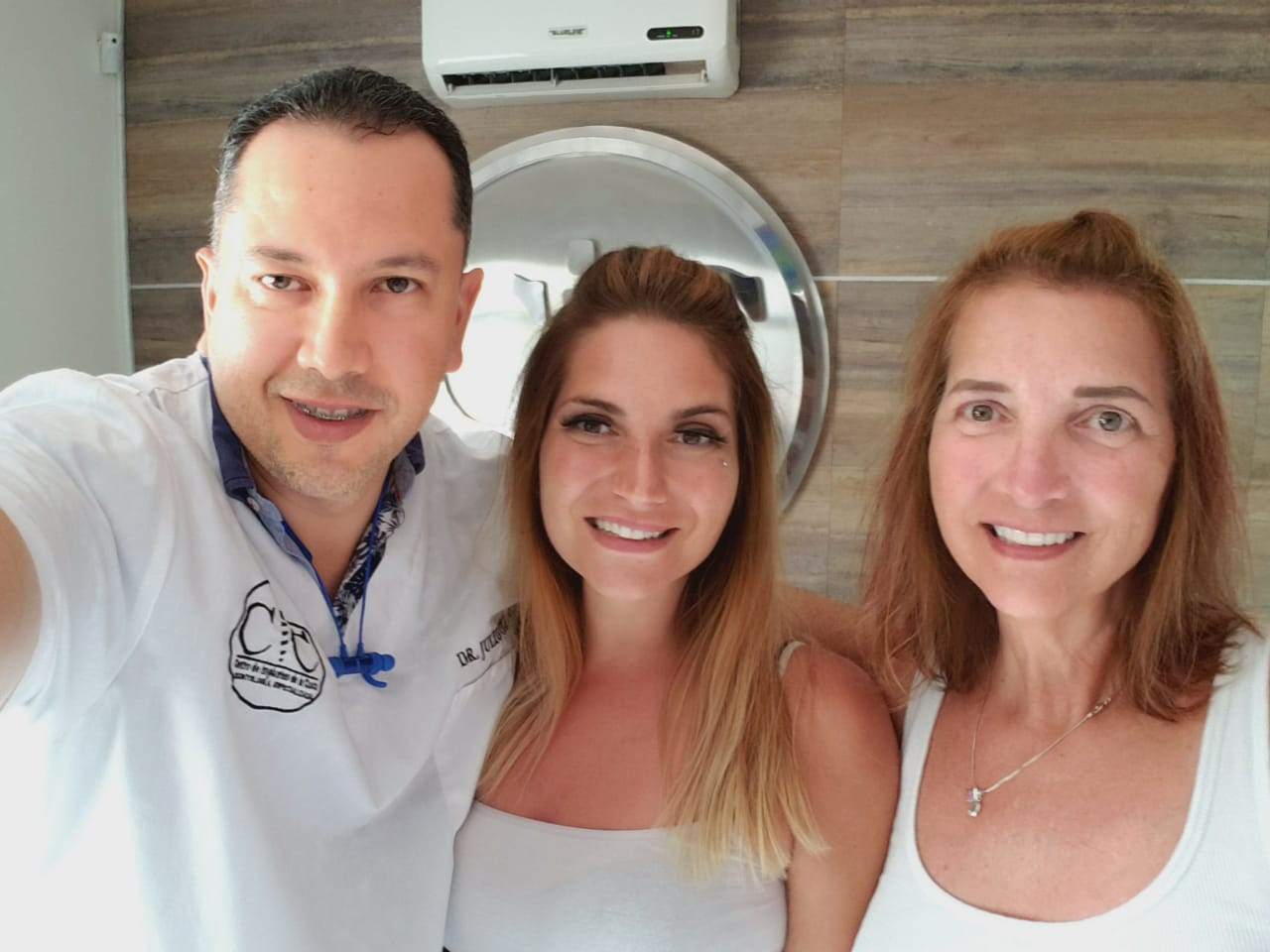 Cosmetic Dentistry with Dr. Julio Oliver in Cartagena, Colombia