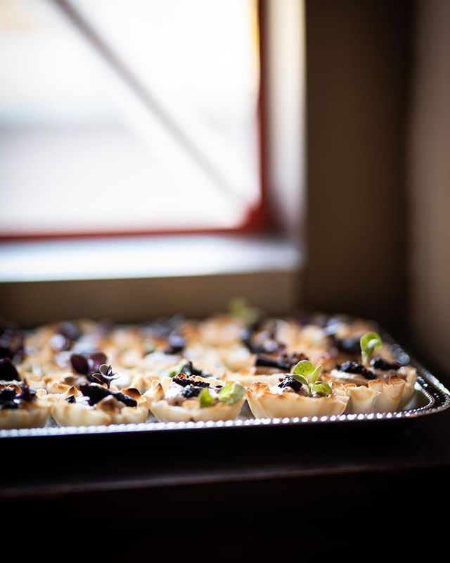 Goat cheese honey fig mousse, baby spearmint, five spice, dried fig, phyllo. 📷 by @shanaleighphoto
