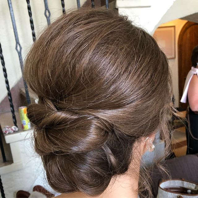 From Chicago to New York, #geminibride has your beauty needs covered for your special day! Check out this effortless bridesmaid hairstyle by @hairbyleatrice with all the twists and curls perfectly pinned.  #chicagobride #upstatebride #newyorkbride #upstatewedding #hudsonvalleyweddings #bridalupdo #brunetteupdo #sleekstyle #romanticupdo #bridesmaidhair #theknot #classicweddinghair