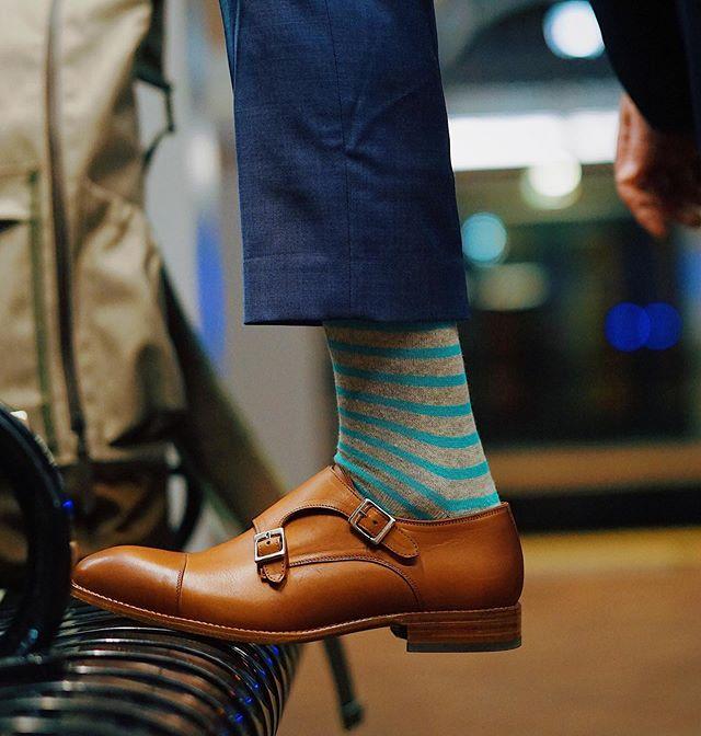 Long day? Better have good shoes 👞 —————————————————— Shoes: @beckettsimonon  Socks: @gentlemansbox  Photo Credit: @yadiakatherine