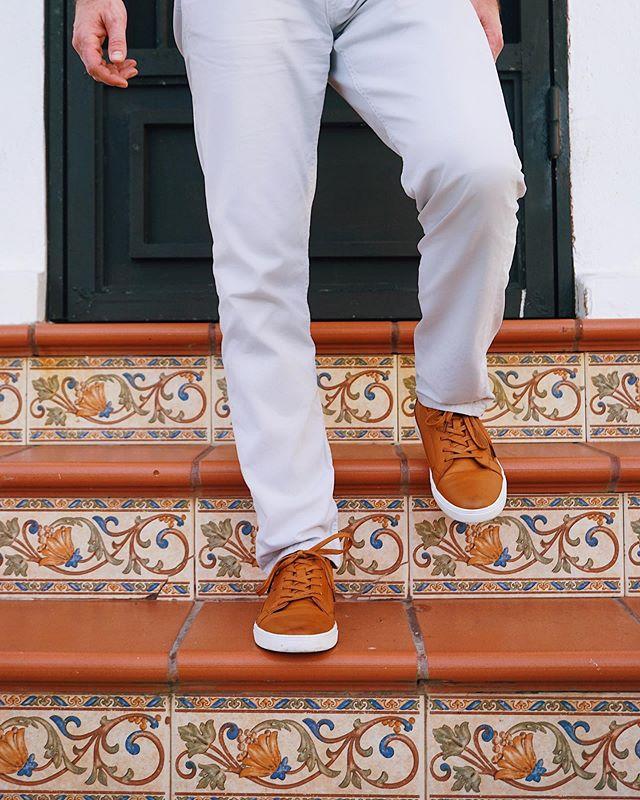 Gimme 3 steps toward the door? 👞 ————————————————— Shoes: @miomarino  Pants: @ragandbone
