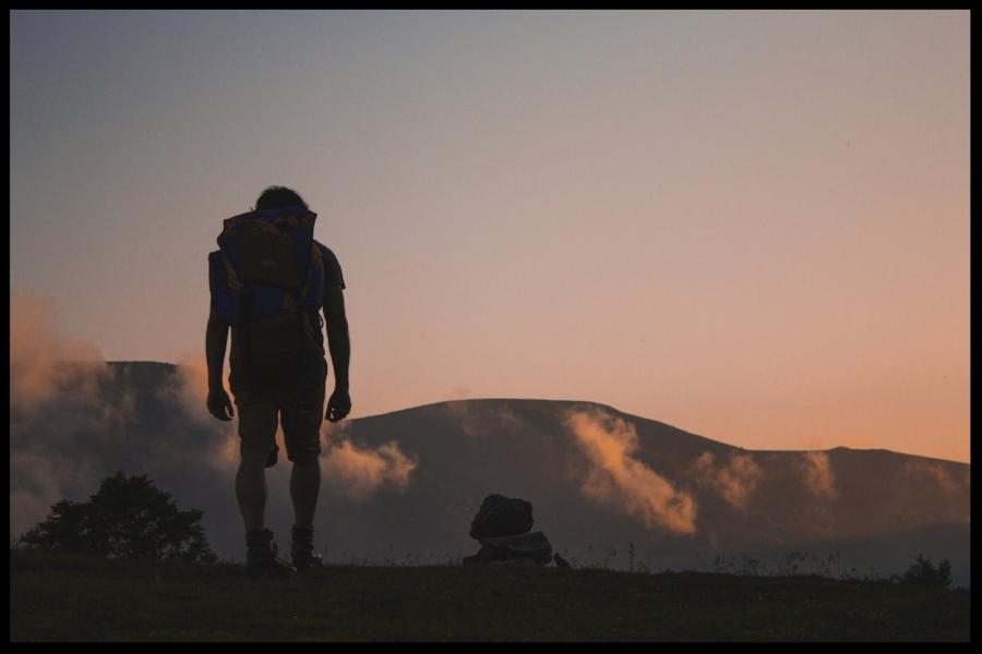 hiking-691846.jpg
