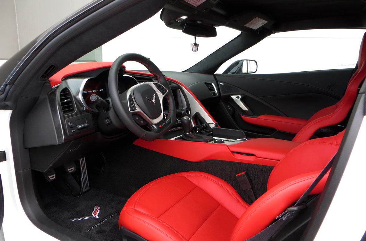 2015-corvette-c7-z06-interior.jpg