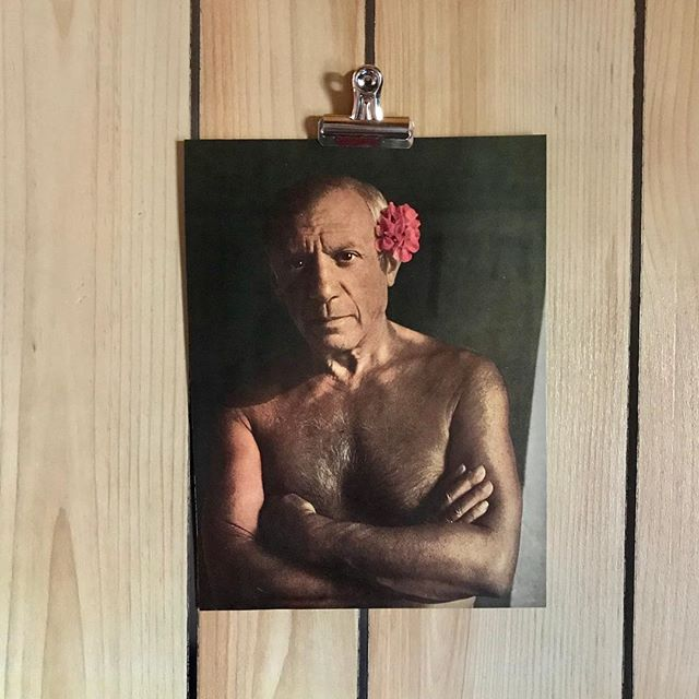 I have such mixed feeling about Picasso but this portrait of him wearing nothing but a flower makes me love him. Ps - happy holidays! 🔮🌸⚡️🦜