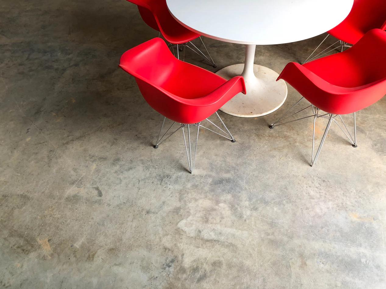 Mobile furniture in office design