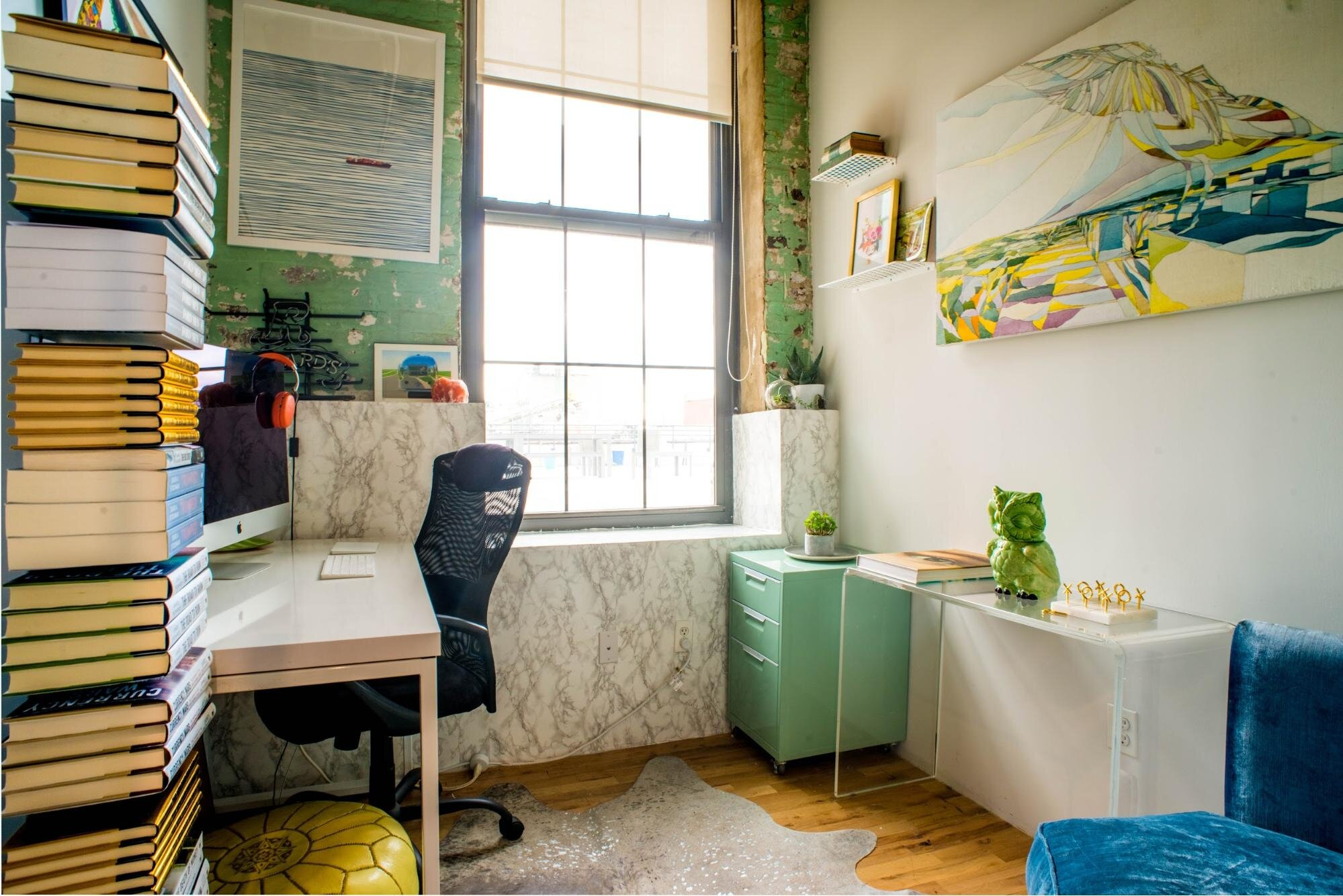 Small work space with strategic office space planning