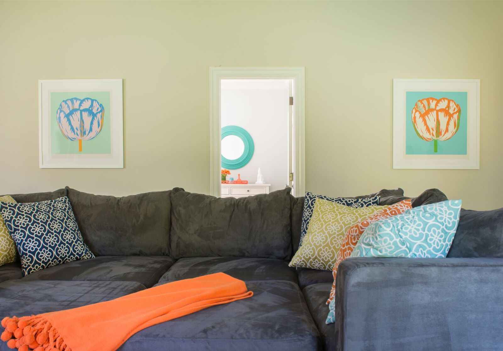PLAYROOM - SECTIONAL AND ART