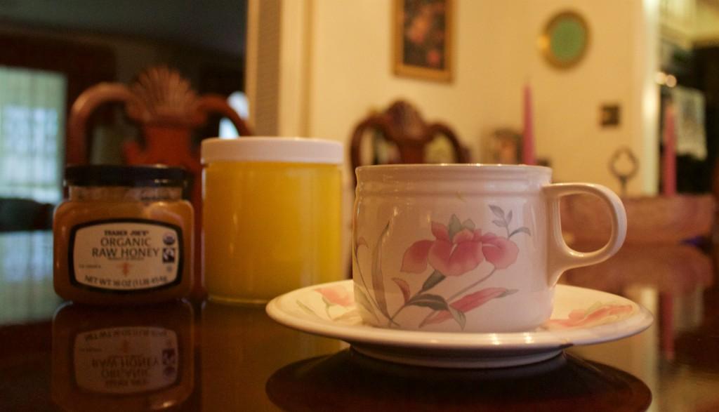 Tea-cup-with-honey-1024x587.jpg