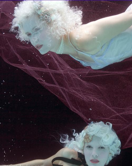 Tamar Levine-Women under Water i.s-29x39.jpg