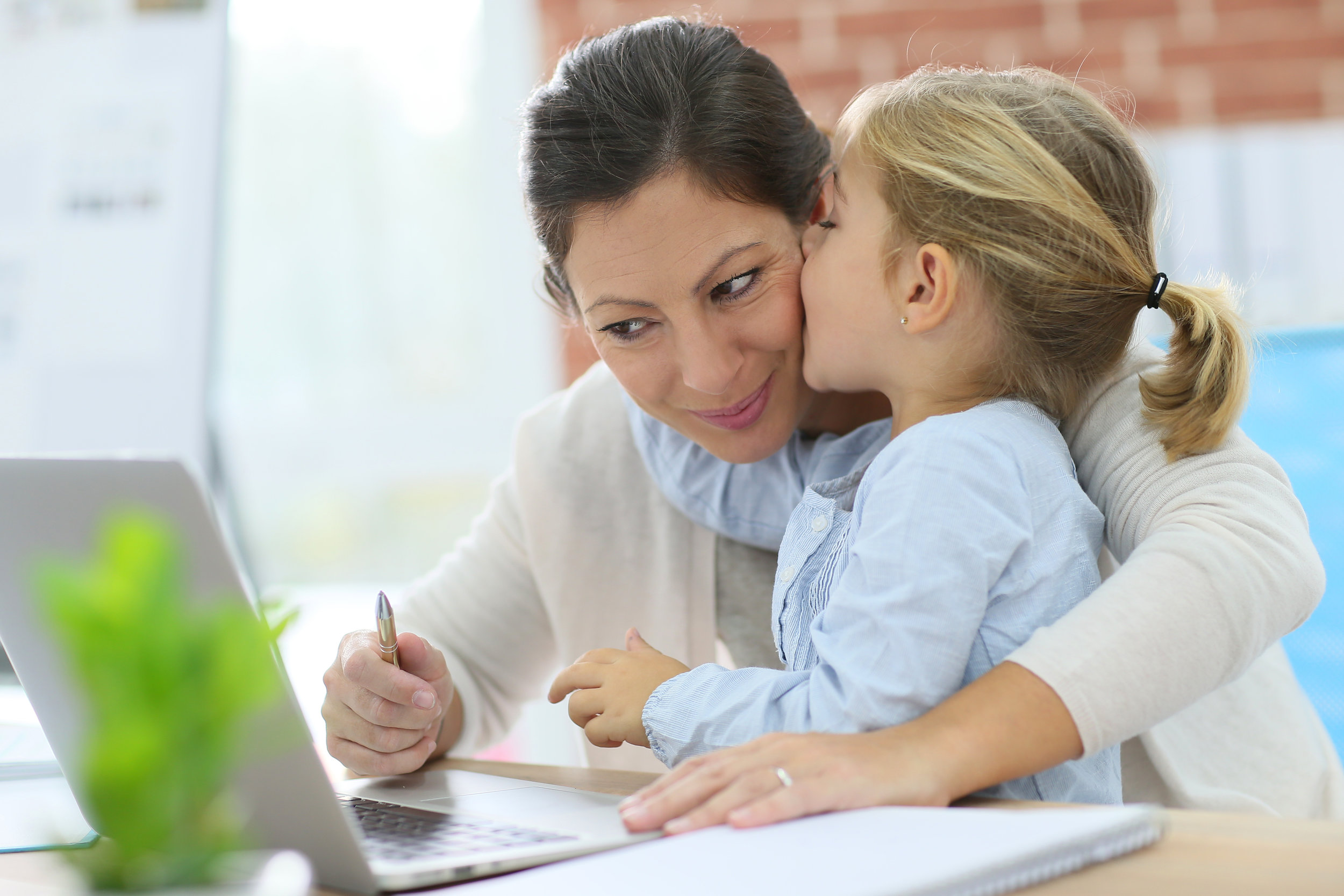 (Working Mom) shutterstock_231125680.jpg
