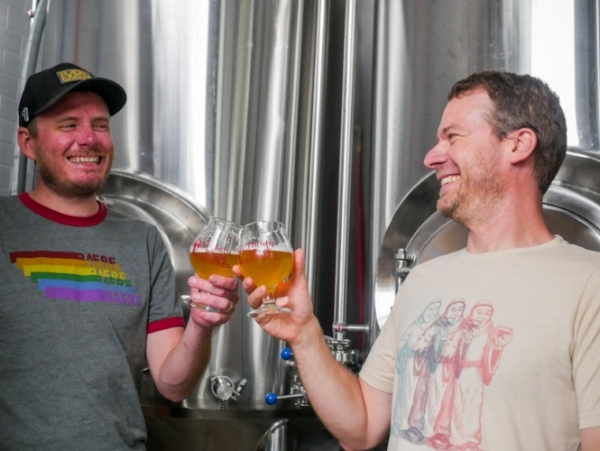 Baere  Brewing Co-Founder Ryan Skeel (left) and Thirsty Monk Head Brewer Brian Grace sample their Grisette collaboration
