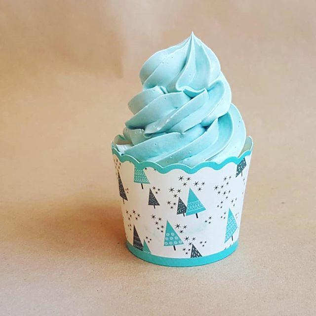 'Tis the season #chrimmas #holiday #baking #blue #cupcake #frosting #sugar #simple #sweet #treat #December #dessert #blueberry #surprise #Christmastree #cake #batter #swirl #piping #yum #jolly  #swissmeringuebuttercream #mondaymotivation motivation