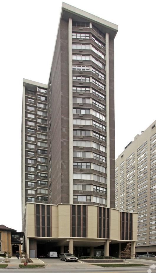 sheridan-point-condominiums-chicago-il-primary-photo.jpg