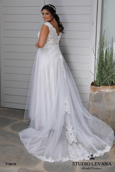 Plus_size_wedding_gowns_2018_Tracie_(5).jpg