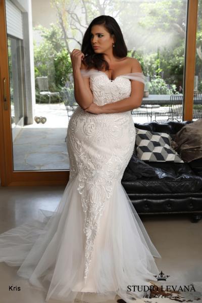 Plus_size_wedding_gowns_2018_Kris_(2).jpg