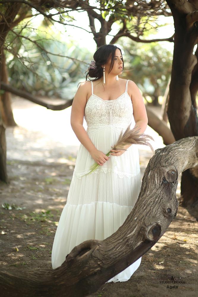 Plus_size_boho_wedding_dress_Agata-(3).jpg